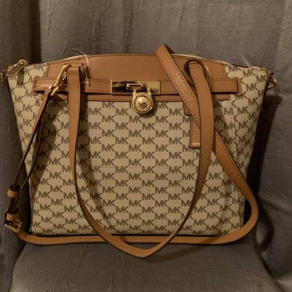 8f8944361ffc Michael Kors Bags | Hamilton Traveler Large Zip Satchel | Poshmark